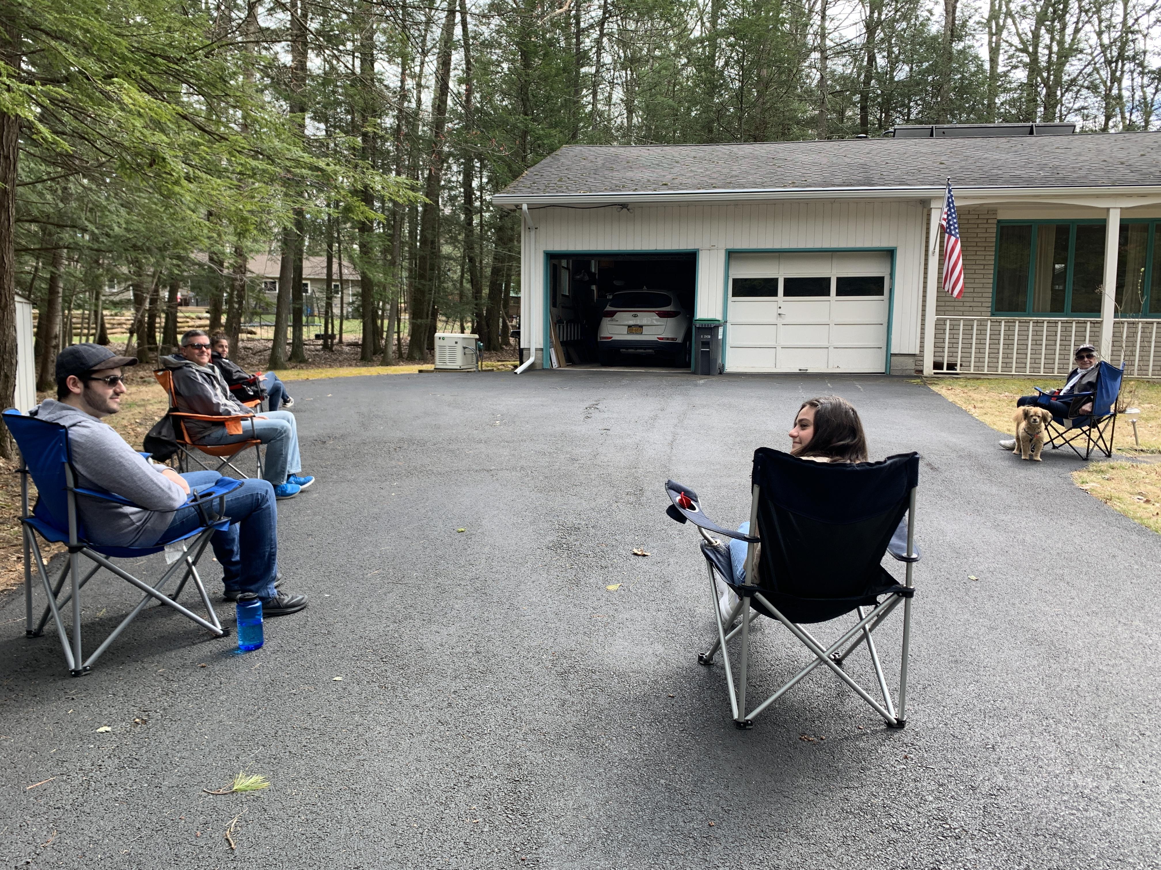 WoodstockisitingGrandmaIDuringCovidMG_7858.JPG
